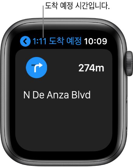 지도 앱의 왼쪽 상단에 도착 예정 시간, 다음 턴을 했을 때 나오는 거리의 이름 및 턴을 하기 전까지의 거리가 표시됨.