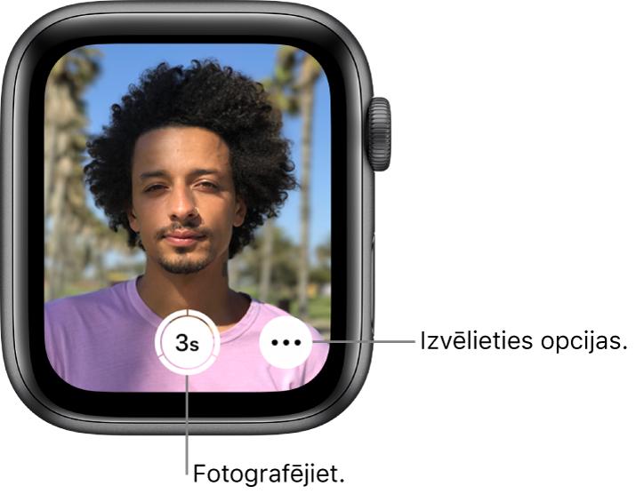 Kad Apple Watch pulkstenis tiek izmantots kā kameras tālvadības pults, tā ekrānā var skatīt iPhone kameras redzeslauku. Apakšdaļas centrā ir poga Take Picture, bet pa labi no tās— poga More Options. Pēc fotoattēla uzņemšanas apakšējā kreisajā stūrī ir poga Photo Viewer.