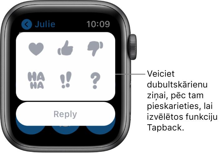 Messages sarakste ar Tapback opcijām: sirsniņa, pacelts īkšķis, nolaists īkšķis, Ha Ha, !! un ?. Apakšā ir poga Replay.