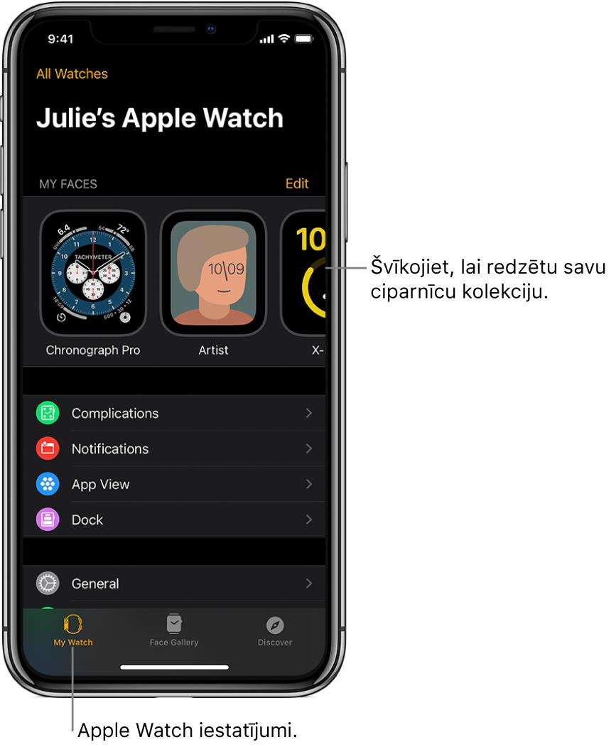iPhone tālrunī atvērts lietotnes Apple Watch ekrāns My Watch, kura augšdaļā redzamas ciparnīcas, bet zemāk atrodas iestatījumi. AppleWatch lietotnes ekrāna apakšdaļā ir trīs cilnes: cilne pa kreisi ir My Watch, kurā piekļūst AppleWatch iestatījumiem; tālāk atrodas Face Gallery, kur varat skatīt pieejamās ciparnīcas un papildinājumus; un cilne Discover, kurā varat uzzināt vairāk par AppleWatch pulksteni.