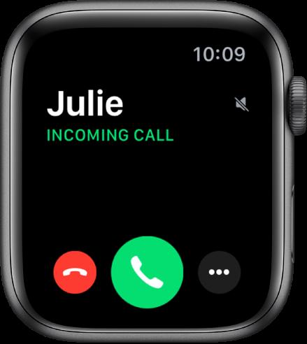 """Apple Watch ekrāns zvana saņemšanas brīdī: tajā redzams zvanītāja vārds, teksts """"Incoming Call"""", sarkana poga Decline, zaļa poga Answer un poga More Options."""