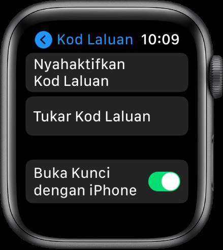 Seting kod laluan pada Apple Watch, dengan butang Nyahaktifkan Kod Laluan di bahagian atas, butang Tukar Kod Laluan di bawahnya dan suis Buka Kunci dengan iPhone di bahagian bawah.