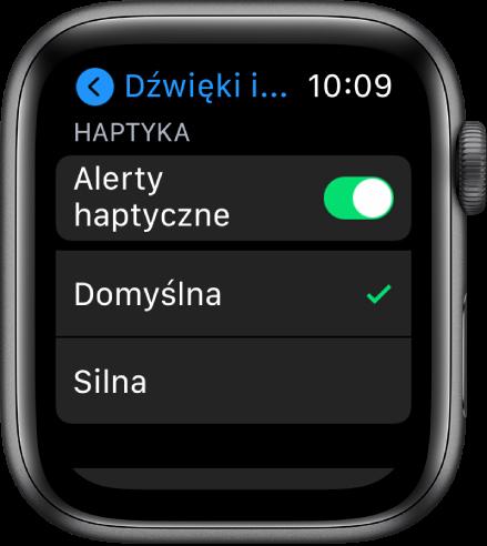 Ustawienia dźwięku ihaptyki na AppleWatch. Widoczny jest przełącznik Alerty haptyczne, aponiżej opcje Domyślna oraz Silna.