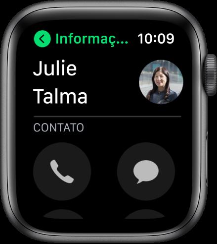 A tela de Telefone mostrando um contato e os botões Ligar e Mensagem.