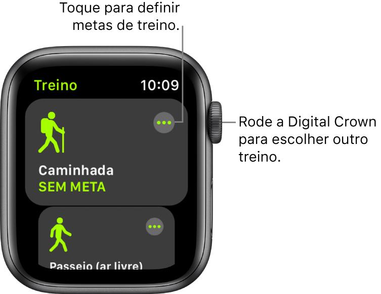 O ecrã Treino com o treino de caminhada destacado. Um botão Mais no canto superior direito. Uma parte do Passeio (ar livre) está por baixo.
