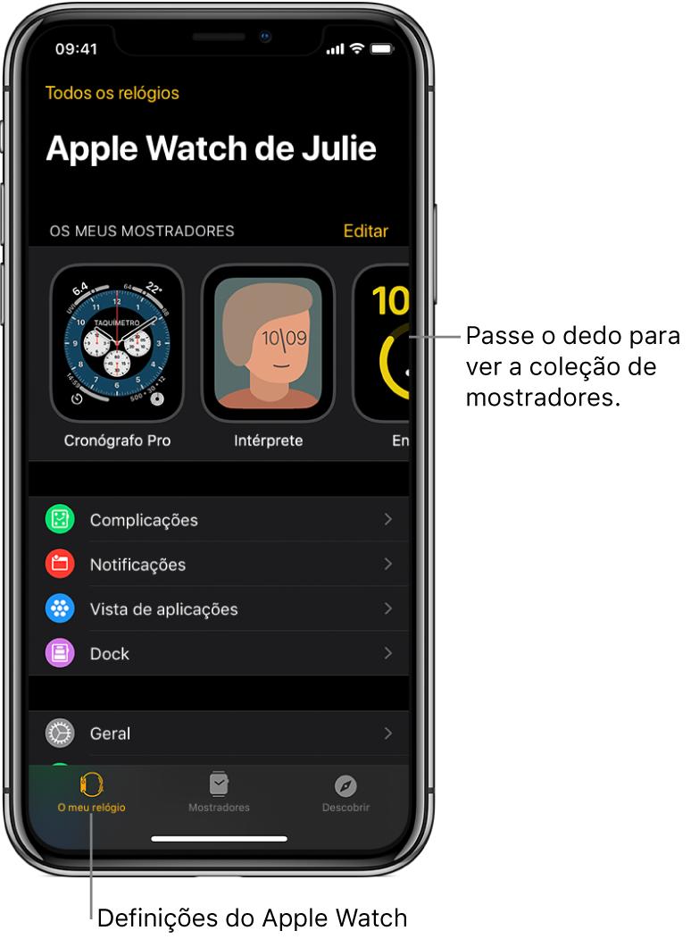 """A aplicação AppleWatch no iPhone aberta no ecrã """"O meu relógio"""" que mostra os seus mostradores perto da parte superior do ecrã e as definições por baixo. Existem três separadores na parte inferior do ecrã do AppleWatch: o separador da esquerda é """"O meu relógio"""", onde pode aceder às definições do AppleWatch; a seguir vem a """"Galeria"""", onde pode explorar os mostradores e as complicações disponíveis; e, depois, """"Descobrir"""", onde pode obter mais informações sobre o AppleWatch."""