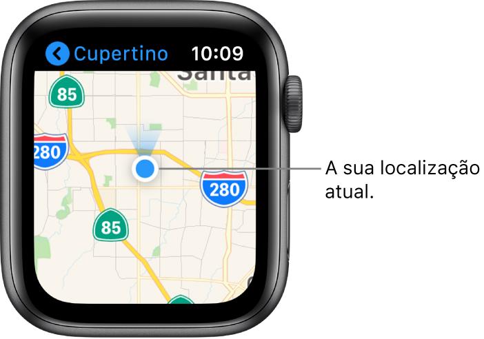 A aplicação Mapas a mostrar um mapa. A sua localização é apresentada sob a forma de um ponto azul no mapa. É mostrada uma ventoinha azul por cima do ponto de localização, a indicar que o relógio está virado para norte.