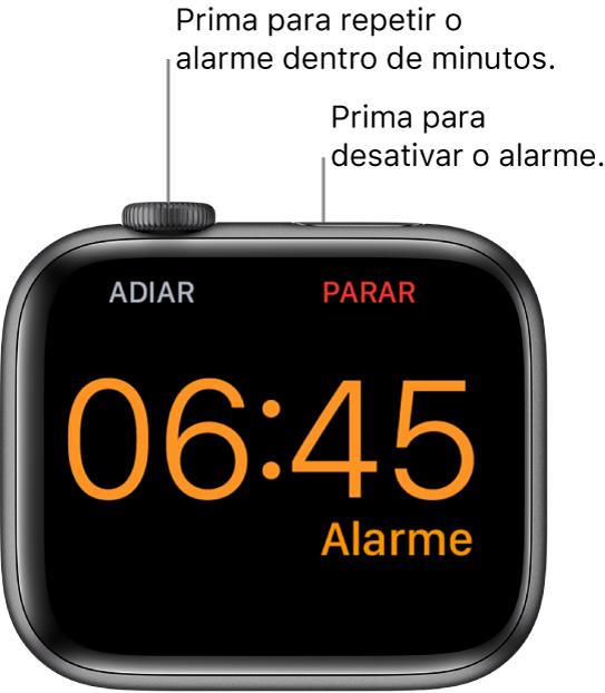 """Um Apple Watch colocado de lado, no ecrã um despertador a tocar. Por baixo da DigitalCrown está a palavra Adiar. A palavra """"Parar"""" está por baixo do botão lateral."""