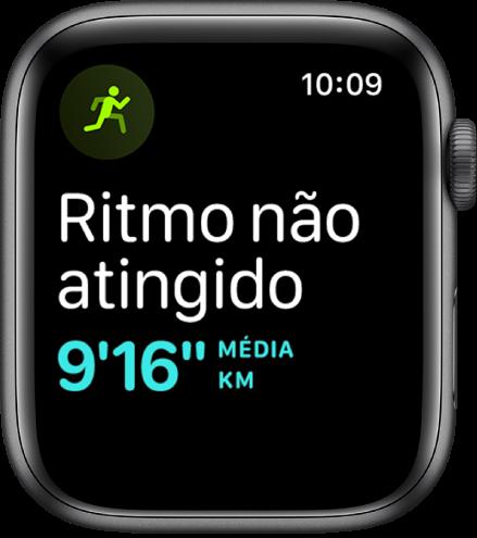 Um ecrã Treino que indica que está a correr abaixo da sua meta de ritmo.