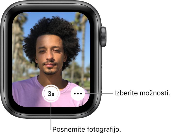 Če uro AppleWatch uporabljate kot daljinski upravljalnik kamere, je na njenem zaslonu prikazan pogled iz kamere v napravi iPhone. Gumb Take Picture (Fotografiraj) je spodaj na sredini, gumb More Options (Več možnosti) pa je na njegovi desni. Potem ko posnamete fotografijo, je gumb Photo Viewer (Pregledovalnik fotografij) spodaj levo.