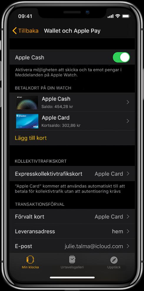 Skärmen Wallet och ApplePay i AppleWatch-appen på iPhone. På skärmen visas kort som har lagts till i Apple Watch, det kort du har valt att använda för expresskollektivtrafik samt förvalda inställningar för transaktioner.
