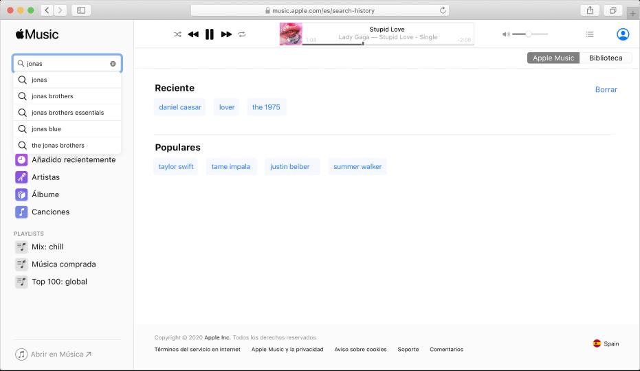 """AppleMusic en la web con """"AppleMusic"""" seleccionado en la esquina superior derecha y """"Jonas"""" introducido en el campo de búsqueda de la esquina superior izquierda. Los resultados sugeridos por AppleMusic para """"Jonas"""" se muestran en la lista que aparece bajo el campo de búsqueda."""