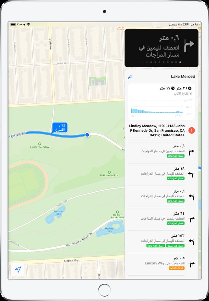 خريطة تعرض جزءًا من طريق ركوب الدراجات. على اليمين توجد قائمة باتجاهات الانعطافات في الطريق.