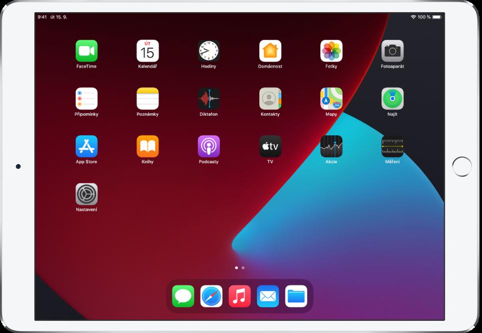 Plocha iPadu se zapnutým tmavým režimem