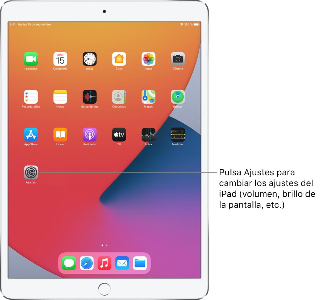 Pantalla de inicio del iPad con varios iconos de las apps, entre ellos el icono de la app Ajustes, que puedes pulsar para modificar el volumen o el brillo de la pantalla del iPad, entre otros ajustes.