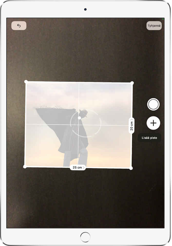 Paperisen valokuvan mittaustapahtuma. Mitat näkyvät oikeassa ja alareunassa. Ota kuva ‑painike on lähellä oikean reunan keskikohtaa. Vihreä kameran käytön merkki näkyy yläoikealla.