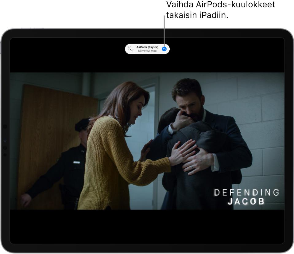 """Lukittu näyttö, jossa ylhäällä näkyvässä viestissä lukee """"Taylorin AirPods Pro't vaihdettu Maciin"""" sekä painike, josta voi siirtää AirPodsit takaisin iPadiin."""