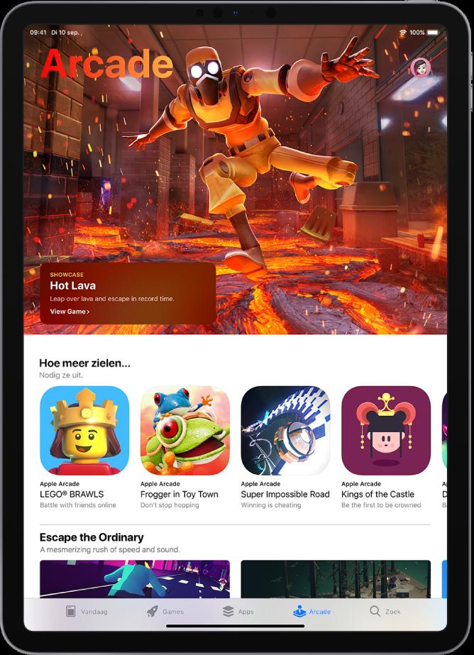 Het Arcade-scherm in de AppStore met een uitgelichte game en andere aanbevelingen. Rechtsbovenin staat je profielfoto. Hier tik je op om je aankopen te bekijken en je abonnementen te beheren. Onder in het scherm staan van links naar rechts de tabbladen 'Vandaag', 'Games', 'Apps', 'Arcade' en 'Zoek'.