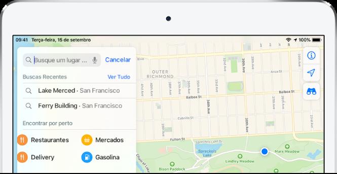 Categorias de quatro serviços por perto aparecem no cartão de busca no lado esquerdo da tela. As categorias são Restaurantes, Mercados, Entrega de Comida e Postos de Gasolina.