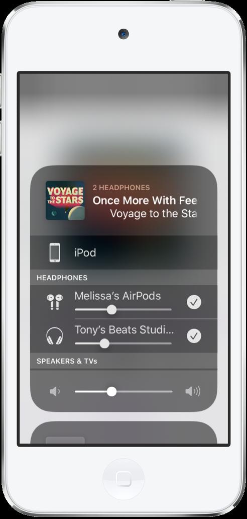 Az iPodtouch képernyője két pár csatlakoztatott AirPods fülhallgatóval.