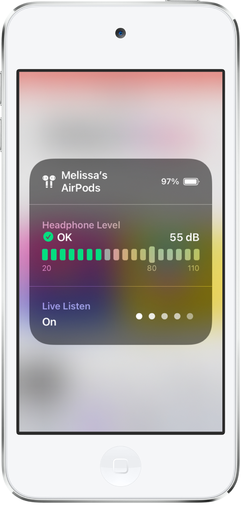 화면을 덮은 카드. 카드에는 AirPods 한 쌍의 헤드폰 레벨 그래프가 표시됨. 그래프에는 55데시벨이 표시되고 확인 레이블이 표시됨. 그래프 아래에는 실시간 듣기가 켜져 있는 것으로 표시됨. 실시간 듣기의 소리 레벨이 5개 중 2개의 색깔 있는 점으로 표시됨.