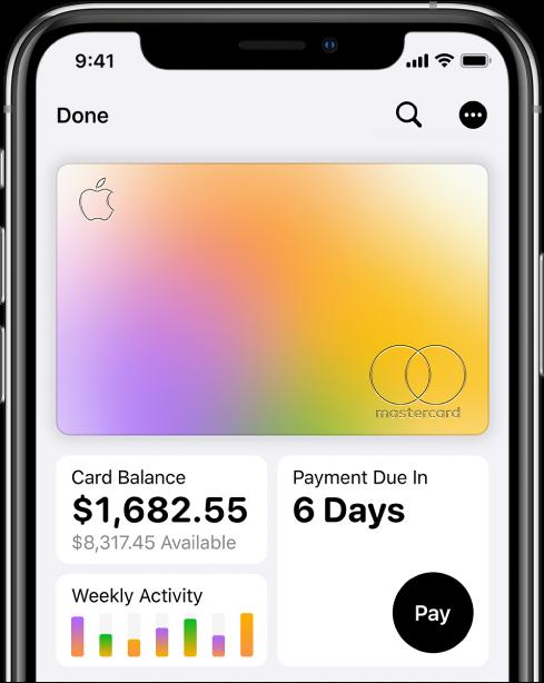 بطاقة AppleCard في تطبيق Wallet، تعرض زر المزيد في الزاوية العلوية اليسرى، والرصيد الإجمالي والنشاط الأسبوعي في الزاوية السفلية اليمنى والزر دفع في الزاوية السفلية اليسرى.