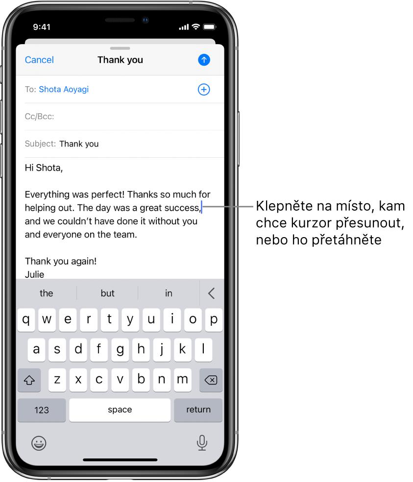 Koncept e-mailu skurzorem na místě pro vložení textu