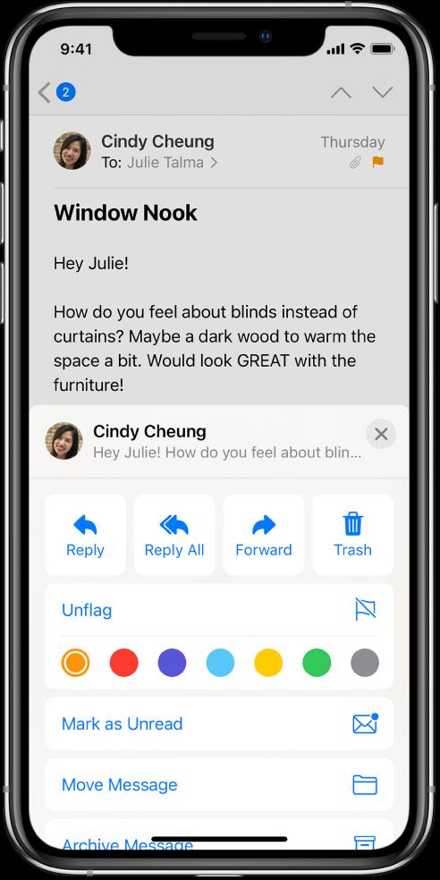 Email, pod ktorým sa zobrazujú možnosti odpovedania. Pod týmito možnosťami sa zobrazuje výber farieb značiek.