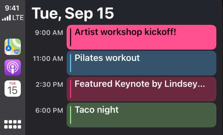 Obrazovka kalendára vsystéme CarPlay, na ktorej sa zobrazujú štyri udalosti naplánované na utorok 15. septembra.
