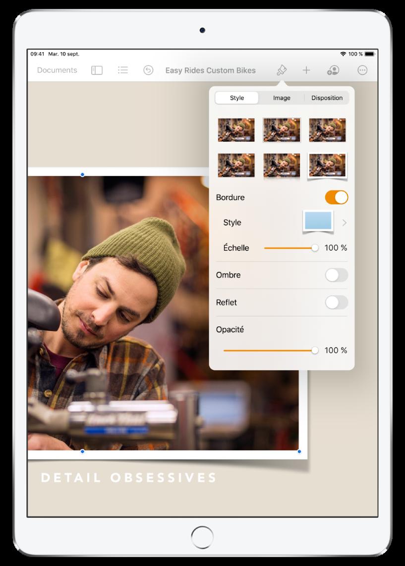 Un document Pages avec une barre d'outils en haut de l'écran et un menu ouvert en haut à droite. Une image s'affiche dans le document, en bas à gauche.