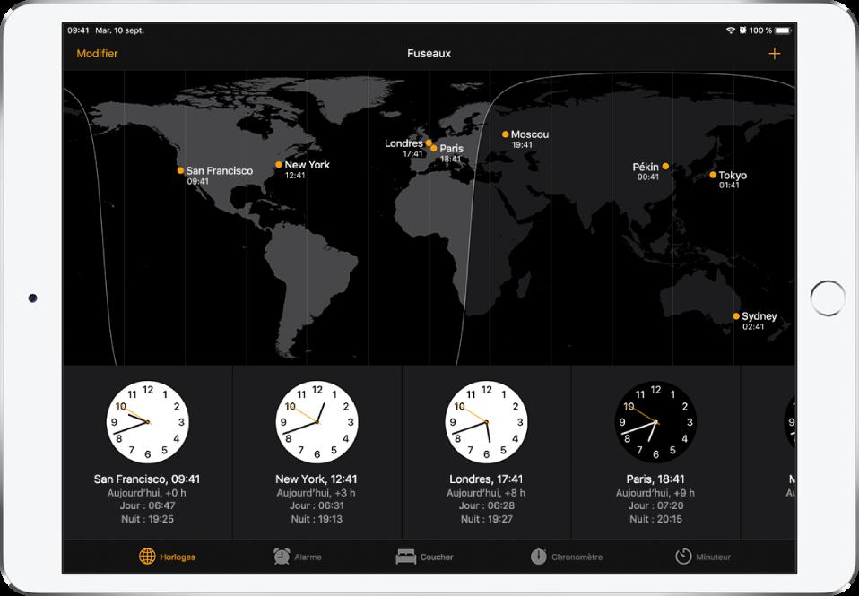 L'onglet Horloges, affichant l'heure dans différentes villes. Touchez Modifier dans le coin supérieur gauche pour organiser les horloges. Touchez le bouton Ajouter en haut à droite pour en ajouter d'autres. Les boutons Alarme, Coucher, Chronomètre et Minuteur se trouvent en bas de l'écran.