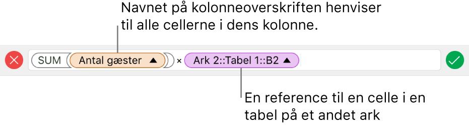 Formelværktøjet, der viser en formel, som refererer til en kolonne i en tabel og en celle i en anden tabel.