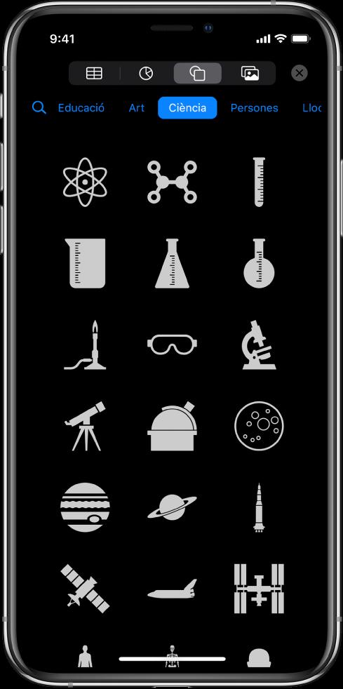 El menú Inserir, amb botons a la part superior per afegir taules, gràfics, formes i contingut multimèdia. Està seleccionada l'opció Formes, i el seu menú mostra una fila de categories i el botó Buscar a l'esquerra. Hi ha seleccionada la categoria Activitats, i a sota apareixen formes.