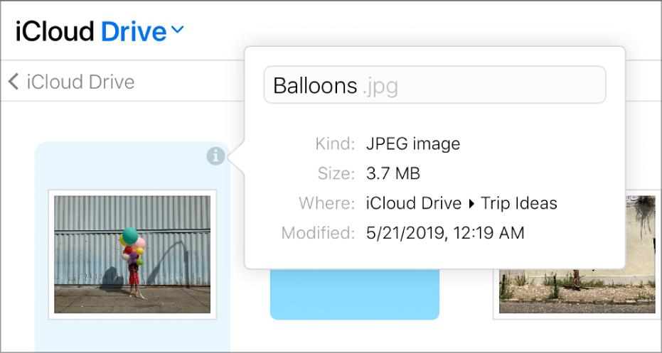 """El panel de información de una imagen almacenada en iCloudDrive. El nombre de archivo """"Globos"""" se puede editar."""