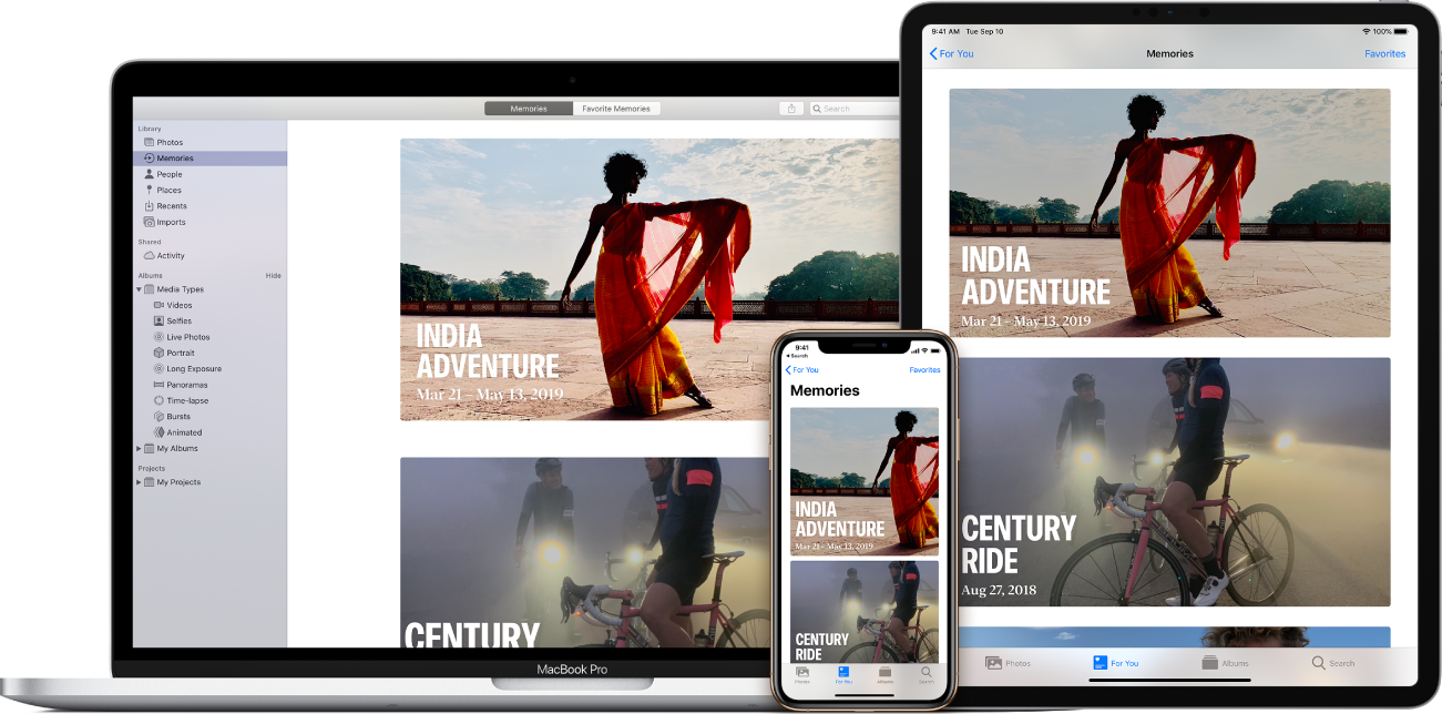 """Ein MacBookPro, iPad und ein iPhone mit der geöffneten Fotos-App. Jedes Gerät zeigt dieselben zwei Rückblicke an: """"Abenteuer in Indien"""" und """"Jahrhundertfahrt""""."""