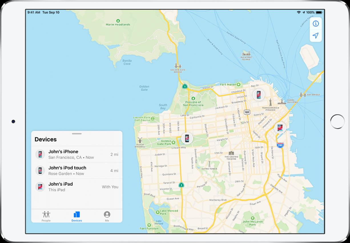 iPad 上開啟了「尋找」App。「裝置」列表中有三部裝置:John 的 iPhone、iPodtouch 與 iPad。舊金山地圖上顯示了裝置位置。