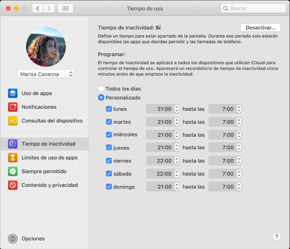 """El panel de tiempo de inactividad de """"Tiempo de uso"""" con """"Tiempo de uso"""" activado. Se ha configurado una programación de tiempo de inactividad personalizado para cada día de la semana."""