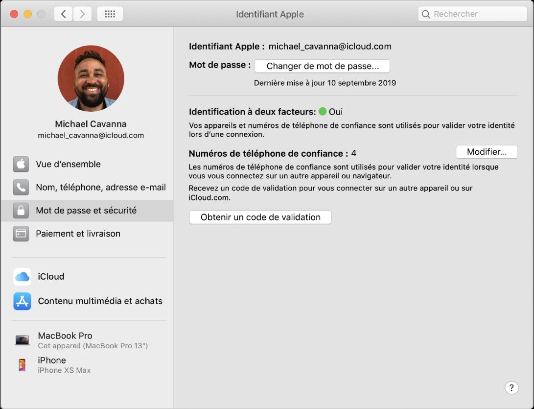 Préférences «IdentifiantApple» montrant une barre latérale de différents types d'options de compte que vous pouvez utiliser et les préférences «Mot de passe et sécurité» pour un compte existant.