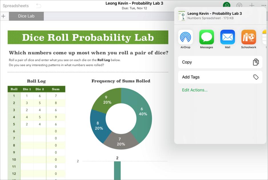 Een voorbeeld van het samenwerkbestand van een leerling, Leong Kevin - Probability Lab3, waarin de opties van de knop'Deel' van de iWorkNumbers-app worden weergegeven.