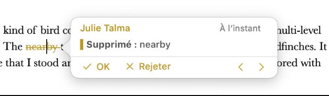 Texte supprimé avec un commentaire ouvert et Accepter, Rejeter et des flèches de navigation. Le suivi de la modification affiche le nom de l'auteur et la date.
