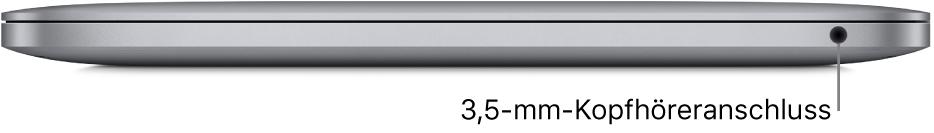 Rechte Seite des MacBook Pro mit Apple M1-Chip und mit Beschriftung des 3,5-mm-Kopfhöreranschlusses.