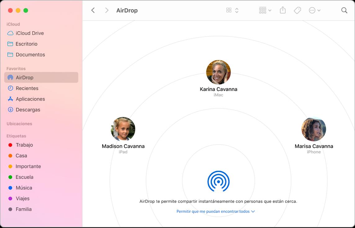 Una ventana del Finder con AirDrop seleccionado en la sección Favoritos en la barra lateral.