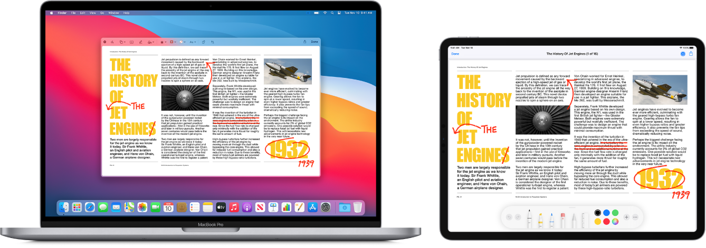 MacBookPro aiPad vedľa seba. Na oboch obrazovkách sa zobrazuje článok sčervenými rukou písanými korektúrami, napríklad preškrtnutými vetami, šípkami apridanými slovami. Vdolnej časti obrazovky iPadu sa zobrazujú aj ovládacie prvky značiek.