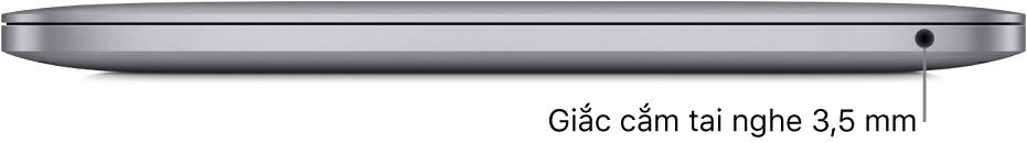 Cạnh bên phải của MacBook Pro có chip M1 của Apple với chú thích đến giắc cắm tai nghe 3,5 mm.