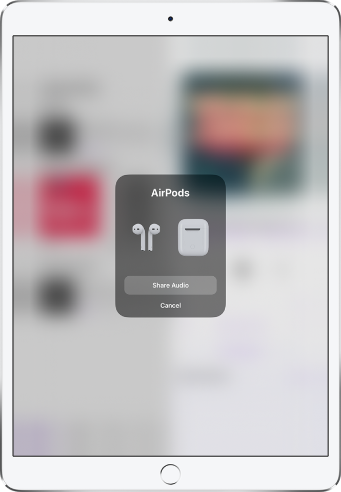 Екран на iPad, показващ слушалки AirPods и тяхната кутия. В долния край на екрана има бутон за споделяне на аудиото.