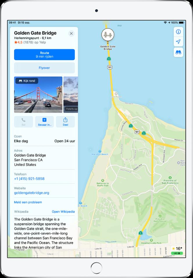 Een kaart met de locatie van de Golden Gate Bridge. Op de informatiekaart aan de linkerkant van het scherm staan verschillende knoppen, waaronder knoppen voor een routebeschrijving, het volgen van een Flyover-tour en het starten van een telefoongesprek. Op de informatiekaart staat ook informatie zoals openingstijden, een adres en een website.