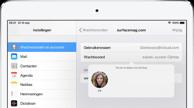 """Het scherm 'Wachtwoorden' voor een website. Onder het wachtwoordveld zie je een knop met een afbeelding van Lia onder de instructie """"Tik om te delen met AirDrop""""."""