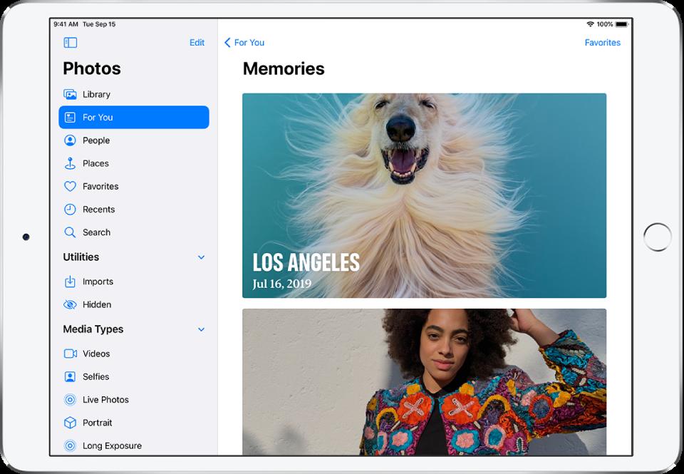 Zaslon »Memories« s prikazom dveh spominov. Zgoraj levo je gumb »For You«, ki vas vrne nazaj na zaslon »For You«. Zgoraj desno je gumb »Favorites«, ki vam prikaže zbirko priljubljenih spominov.