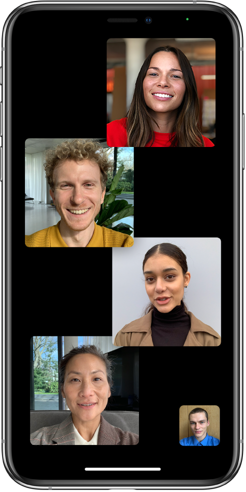 Grupni FaceTime poziv s pet sudionika, uključujući organizatora. Svaki sudionik prikazuje se u zasebnoj pločici.
