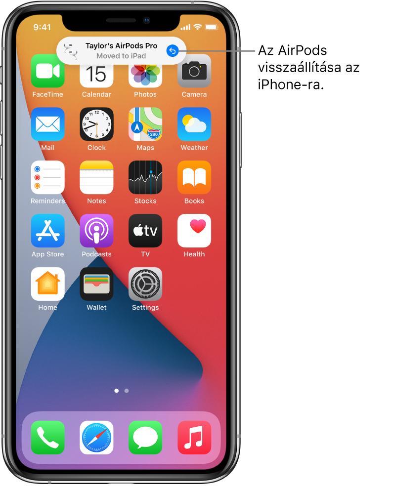 """A Zárolási képernyő, felül a """"Tamás AirPods Pro fülhallgatója áthelyezve ide: iPad"""" üzenettel, ezenkívül egy gombbal, amely visszaállítja az AirPods fülhallgatót az iPhone-ra."""